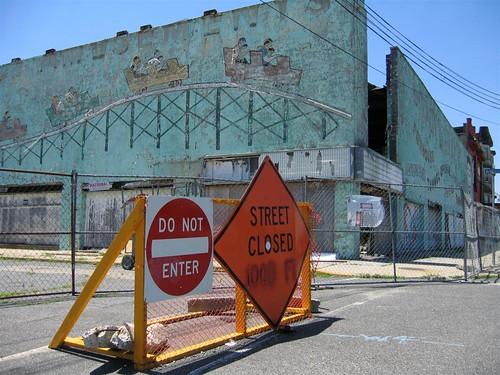 Street closed sign at Palace Amusements