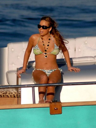Mariah Carey in sexy bikini