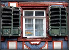 Auch wenn die Farbe schon blaettert ... (PirAnja314) Tags: window germany fenster shutters 2008 altstadtfest halftimbered fachwerk ladenburg 20080913 upcoming:event=995311