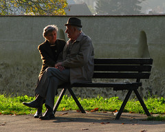 (**Alice**) Tags: autumn sunset oldman oldlady holdinghands batran apus batrana toamn canonpowershots5is tinandusedemana