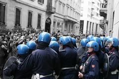 No Violence! - Manganelli al muro. (FaAbiu) Tags: milano no133 legge133