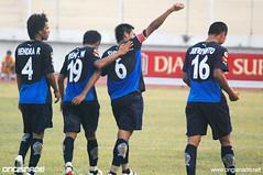 Arema Malang vs PSMS Medan 4-3 (Ongisnade.net) Tags: wallpaper indonesia foto super malang psms medan isl liga superliga sepakbola arema pertandingan pemain