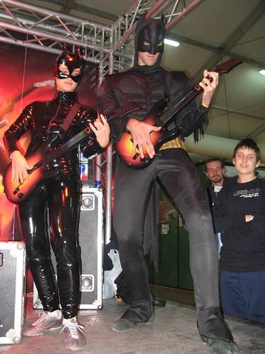 Batman e Catwoman improbabili alla chitarra e basso :D