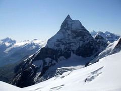 J6 : Le Cervin / Matterhorn (twiga269 ॐ FEMEN #JeSuisCharlie) Tags: mountain montagne schweiz switzerland suisse route matterhorn wilderness om montaña haute alpinisme onthetop twiga cervin hauteroute chamonixzermatt mountainsalps ॐ elevation40004500m bertol altitude4478m summitmatterhorn schonbiel summitcervino हूँ allibert p408 twiga269 summitcervin alliberttrekking