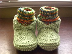 Bug's moc-a-soc's  v.2 (No Knit Sherlock!) Tags: green knitting handknit babyshoes booties babysocks mocasoc