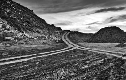 caminos grises
