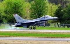 F-16 lands