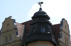 The devil? (:Linda:) Tags: roof two people house man tile leute shingle devil weathervane slate gable mensch giebel schiefer wetterfahne toppeople slateshingle zweigegenstnde slateshingled schieferschindel roofedtower zweidinge nonalivepeople