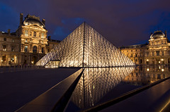 Le Musee du Louvre (h.andras_xms) Tags: city paris reflection building glass night canon europe louvre perspective 1ds markiii handras wwwhandrashu wwwxmshu httpxmshu