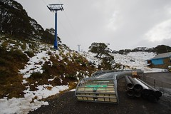 chair lift (yewenyi) Tags: snow chairs pipe australia victoria skiresort vic aus southaustralia snowfields chairlift oceania mounthotham pc3741 greatalpineroad auspctagged b500 greatdividingrange wineandhighcountry hothamheights mounthothamalpineresort mounthothamskiresort