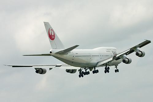 jal boeing 747 300 landing at tokyo narita international airport