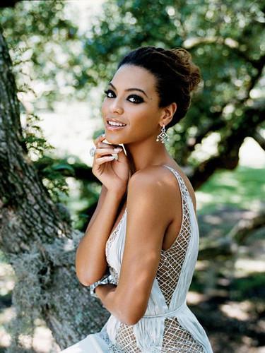 Beyonce Knowles sb11