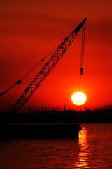 Sun Crane (Hamed Saber) Tags: sunset red sea sun iran crane jetty slide  persiangulf reddish  bandarabbas  hormozgan  upcoming:event=418807 haghanijetty haghanyjetty