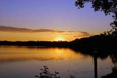 Twilight on the lake (WorldofArun) Tags: sunset summer lake reflection nature minnesota june landscape golden evening twilight nikon scenery dusk minneapolis planet 2008 minnetonka mothernature equinox lateevening summerequinox june22 lakeminnetonka nikond40x yenumula worldofarun arunyenumula
