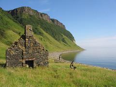The Last Stand (Odd Wellies) Tags: skye ruins innerhebrides 3star scottishislands bearreraig ng5153