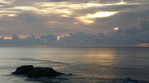 35.太陽躲在雲層後越來越高