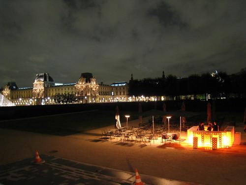 SOZ devant le Louvre