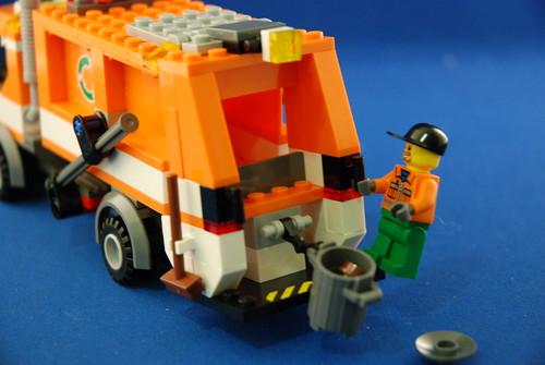LEGO 7991 垃圾車_04.JPG