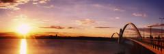 Ponte JK (Rapha-chan) Tags: sunset braslia arquitetura photoshop de samsung cu ponte prdosol 2008 mack fau jk faculdade cmera dafam faumack