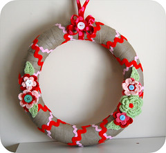 Linen Christmas Wreath (GoingSewCrazy) Tags: christmas pink flowers red green leaves diy quilt handmade linen buttons crochet craft wreath ric crafty binding rac oldfashioned