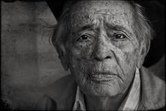 Seu Antnio (Nilton Ramos Quoirin) Tags: brazil portrait paran brasil vendedor retrato streetportrait oldman curitiba wrinkles velho salesman senhor rugas idoso seuantnio