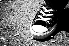 I'm on the walk (siebenundsiebzig) Tags: city feet walking foot shoes walk go going stadt chucks gehen fse