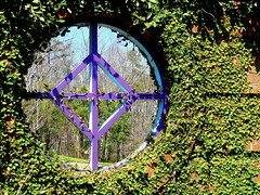 A window in the Walled Garden of the Riverbanks Zoo in Columbia,  South Carolina (Linda in S.C.) Tags: lls riverbankszoo abigfave