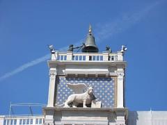 Torre dell'orologio (Amore & Psiche) Tags: venice italy italia torre campana cielo venezia azzurro leone orologio mori stelle onblue leonealato veneding