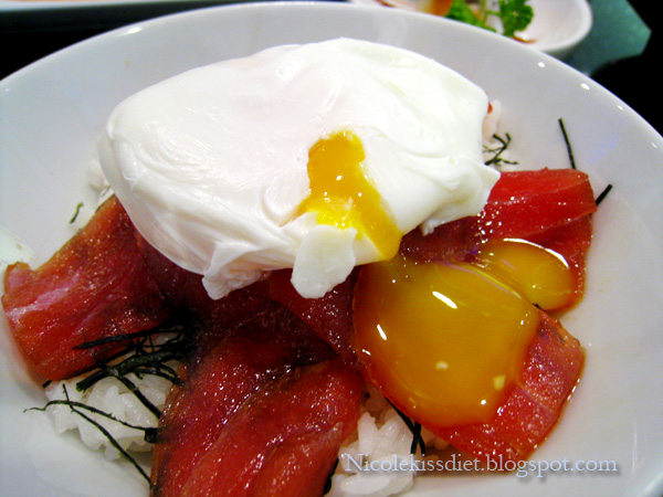 maguro don with poached egg