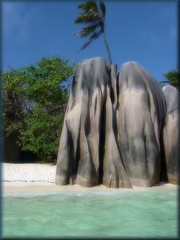 rocce di basalto (neera*) Tags: sea mare indianocean explore seychelles rocce ladigue themoulinrouge theunforgettablepictures theperfectphotographer exploreheaven
