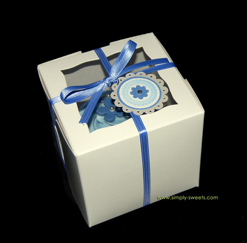 Blue and silver flower jumbo cupcake favors in box