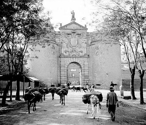 Puerta de Bisagra, Toledo.