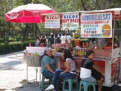Parque Alameda Central / Hamburguesas (sftrajan) Tags: parque food mxico mexico mexicocity mexique vendor hotdogs streetfood mexiko distritofederal hamburguesas alamedacentral ciudaddemxico chilangolandia defeo parquealameda parquealamedacentral