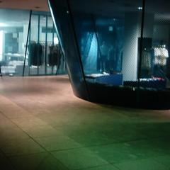 【写真】ミニデジで撮影したコム・デ・ギャルソン青山店