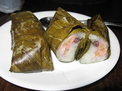SriPraPhai: Steamed sticky rice wrapped in banana leaves with banana filling (inside)