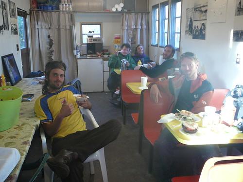 Cumpleanos de Harry en Five Miles Cafe ! Hamburguesas Helados y tortas y mas y mas !!