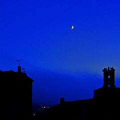 It's idnight and the oon is up (Maron) Tags: blue moon black france night dark provence gordes supershot mywinners supermarion damniwishidtakenthat marionnesje