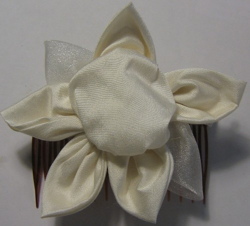 Ivory Dupion Silk Flower Comb