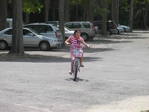 Annie 學騎腳踏車@石岡水壩公園