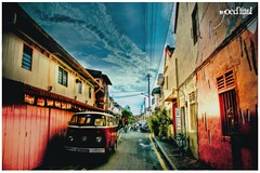 Going Orang Utan @ Jongker (muidlatif) Tags: travel 2 sky people holiday art beauty canon landscape photography diptych asia exposure character south scene east adobe malaysia oriental hdr asean lightroom photomatix blurbbook bandardihilirinterestingplacesjongkerstreetmelakaphotographer