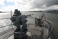 40-mm antiaircraft gun (Bofors) (cliff1066) Tags: bridge museum hawaii oahu navy submarine worldwarii pearlharbor missile torpedo harpoon controlroom poseidon usnavy officer wahoo engineroom polaris galley ussmissouri deckgun antiaircraft caliber ballistic navigationsystem parche ussbowfin historiclandmark conningtower wardroom battleflags submarinemuseum quadgun