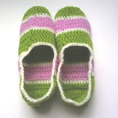 Virkade tofflor! (TM - the crocheteer!) Tags: pink white green crochet rosa craft multicoloured tm multicolored slipper slippers grna vitt croche vit hkeln virka virkkaus tofflor virkat hekling grnt towemy uncinetto virkad tmcrocheteer virkadetofflor multifrgade crochetclippers
