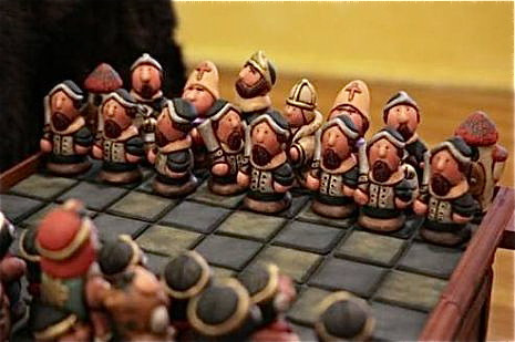 Ecuador-exports-clay-chess-set