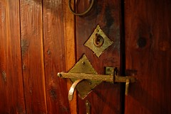 Door Hardware (Gary Zuker) Tags: door house hardware straw cob brass
