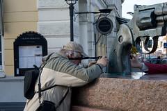 FlickrMeet Malm 12/10 (Rutger Blom) Tags: man guy public skne europa europe photographer sweden skandinavien sverige scandinavia pointing malm malmo photographing scania zweden fotograferen fotograaf kille skane scandinavien richten rikta fotografera kajvin flickrmeet081012