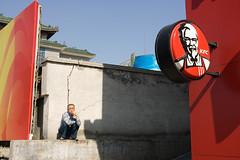 KFC (Emile Bremmer) Tags: china street autumn people food chicken canon photography break mark kentucky candid smoke beijing fast cc ii 1d kfc worker  fried 2008 1740mm peking  pekin canon1740mmf4 canon1dmarkii