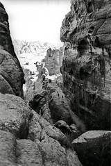 Petra Rocks (BeWePa) Tags: bw nikon rocks kodak petra middleeast nb jordan mineral sw 1995 tp rochers jordanien jordanie f801 n8008 moyenorient technicalpan nahosten bmpw66