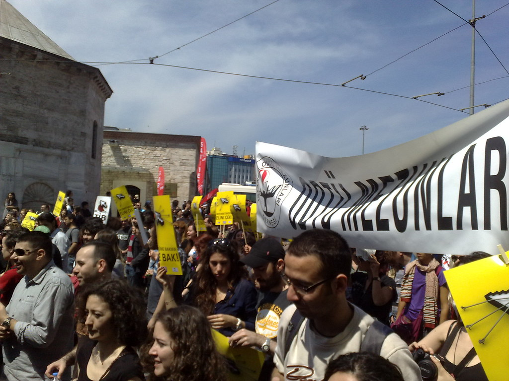 Instanbul protests against internet filters