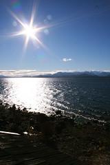 Quero o tempo assim! (poperotico) Tags: blue winter sky patagonia sun lake sol argentina azul lago hotel cielo flare invierno inverno ceu bariloche nahuelhuapi huemul