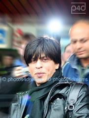 Shah Rukh Khan @ airport tegel - berlinale (photos4dreams) Tags: berlin oso airport bollywood shahrukhkhan shahrukh srk berlinale omshantiom photos4dreams dartedisco photos4dreams p4d